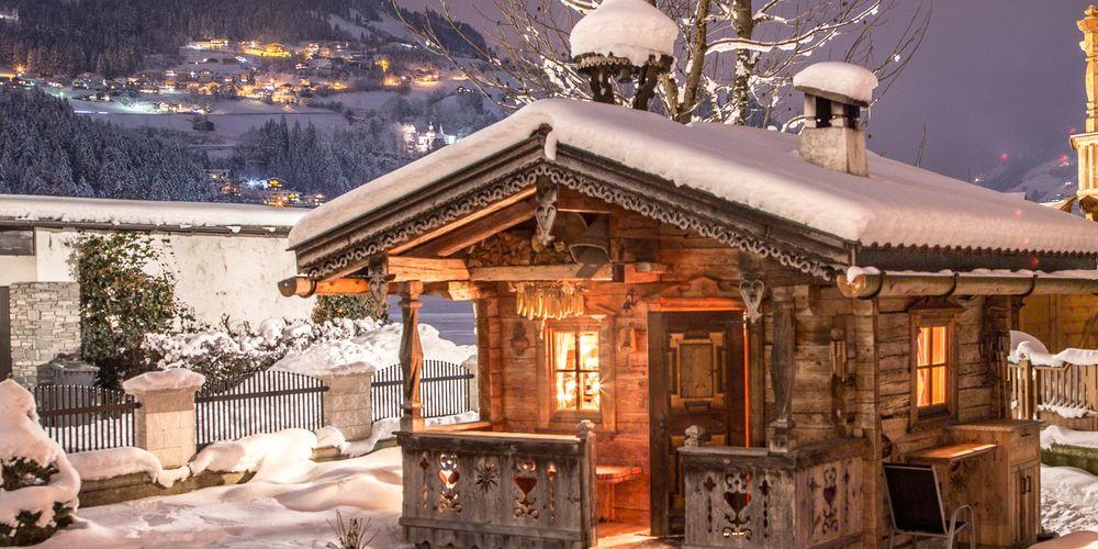 Almhütte im Winter - Landhaus Platzer