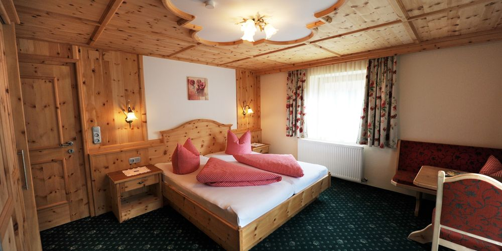 Pine double room in Landhaus Platzer